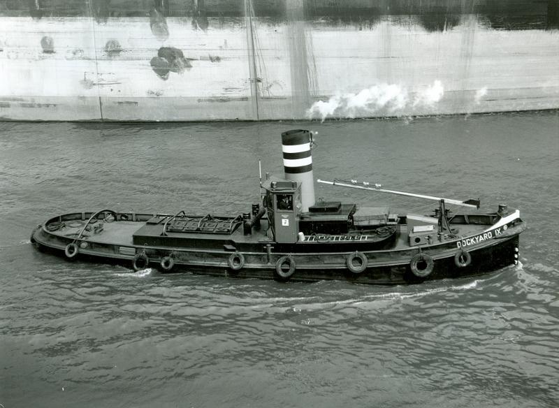 Dockyard IX bij het dok