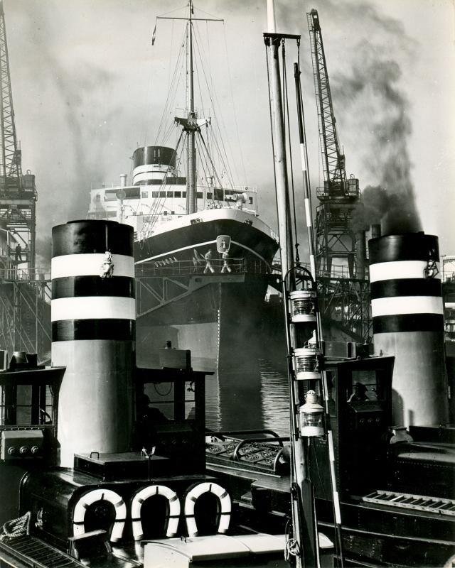 Dockyards afgemeerd bij de RDM